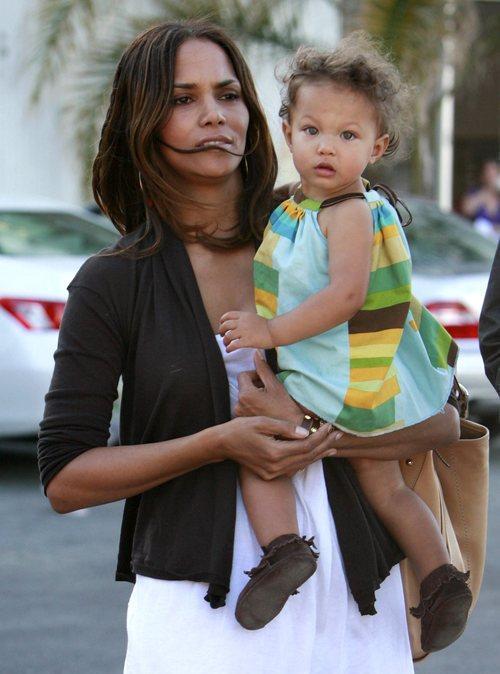 Halle Berry My Daughter Is Black Am Caffeine