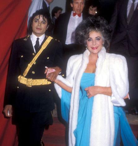 Elizabeth-Taylor-and-Michael-Jackson-elizabeth-taylor-6867708-445-470